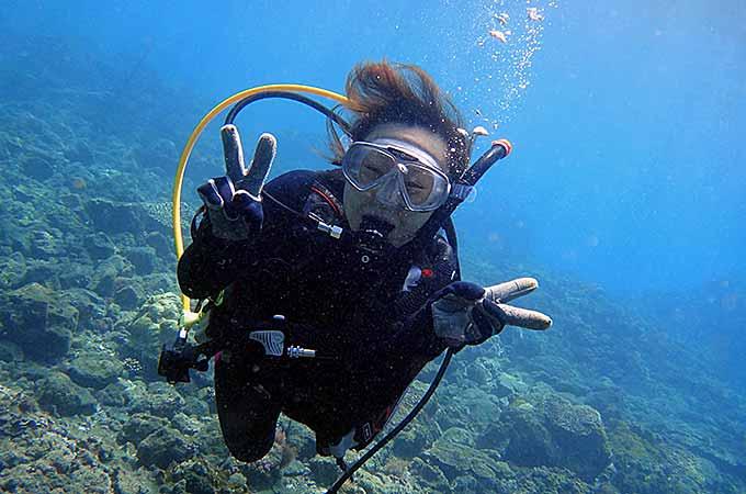 楽しく潜ってダイバーになれる八丈島でのCカード講習